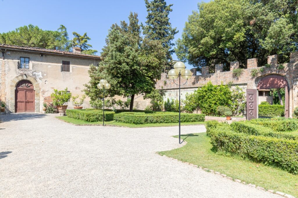 Luxurious real estate complex in the heart of Tuscany